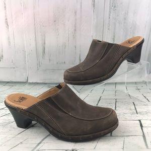 Sofft Women's Nue Buck Mule Clogs Size 9M